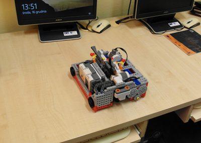 Systemy wbudowane. Studenckie projekty LEGO mindstorms (2015/16)