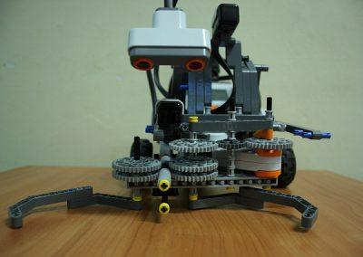 Systemy wbudowane. Studenckie projekty LEGO mindstorms (2012/13)