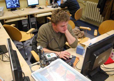 Systemy wbudowane. Studenckie projekty LEGO mindstorms (2013/14)