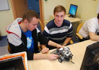 Systemy wbudowane. Studenckie projekty LEGO mindstorms (2014/15)